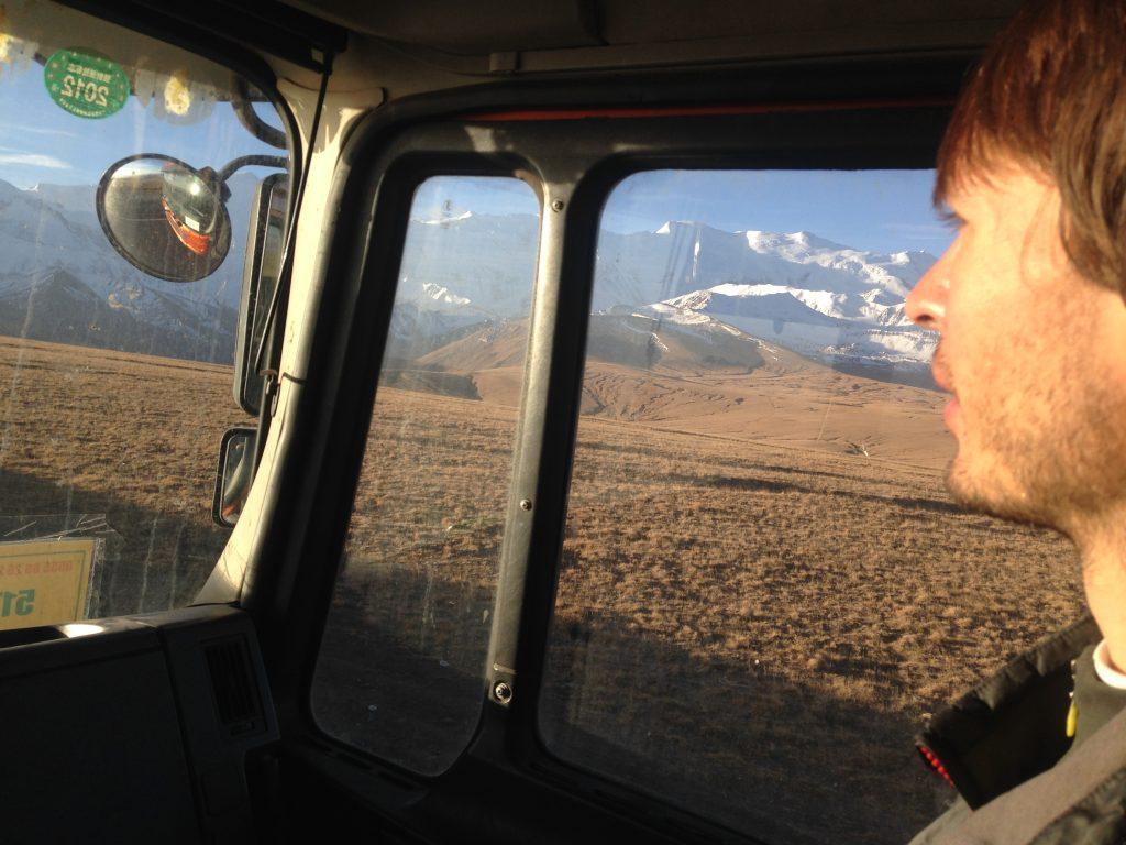 Subiendo al paso de Irkeshtam, frontera entre Kirguistán y China, con un camionero Kyrgyz