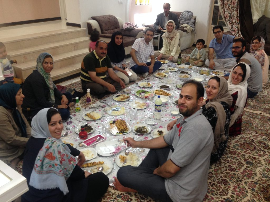 Cena con una familia Iraní en Kerman, muestra de la hospitalidad del pueblo persa.