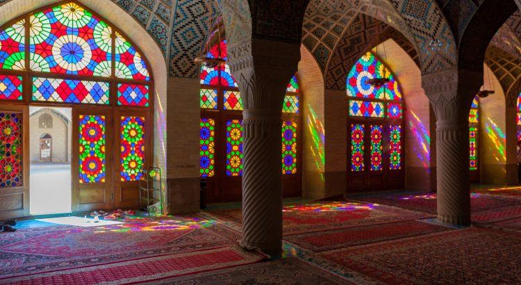 Mezquita de Nasir-ol-Molk, en Shiraz, una de las más espectaculares de Irán por sus juegos de luces